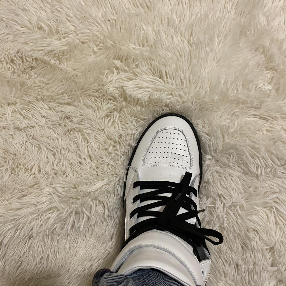 Sneaker_left-96e2467eae25ab6b2b3b8d05731030c