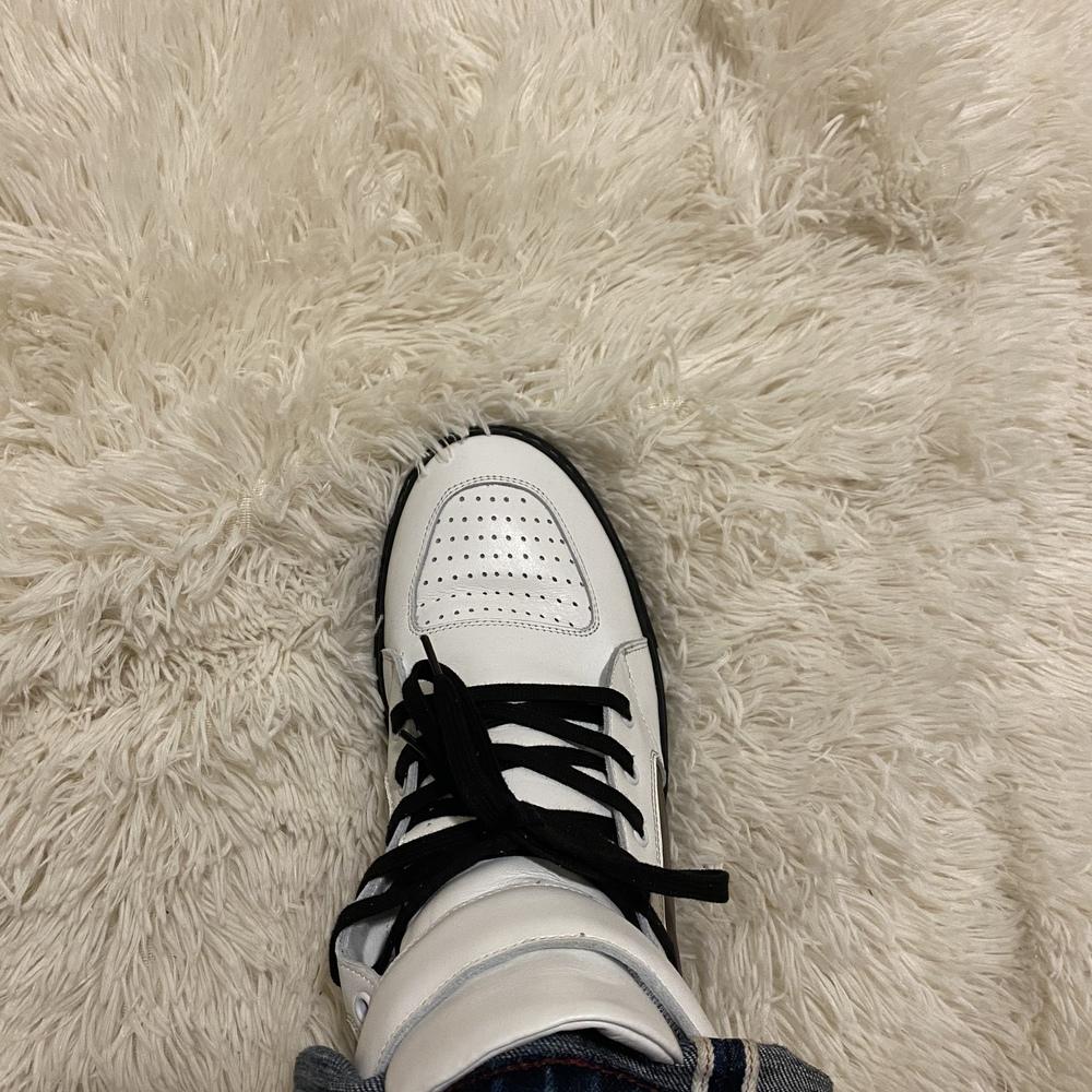 Sneaker_right-96e2467eae25ab6b2b3b8d05731030c